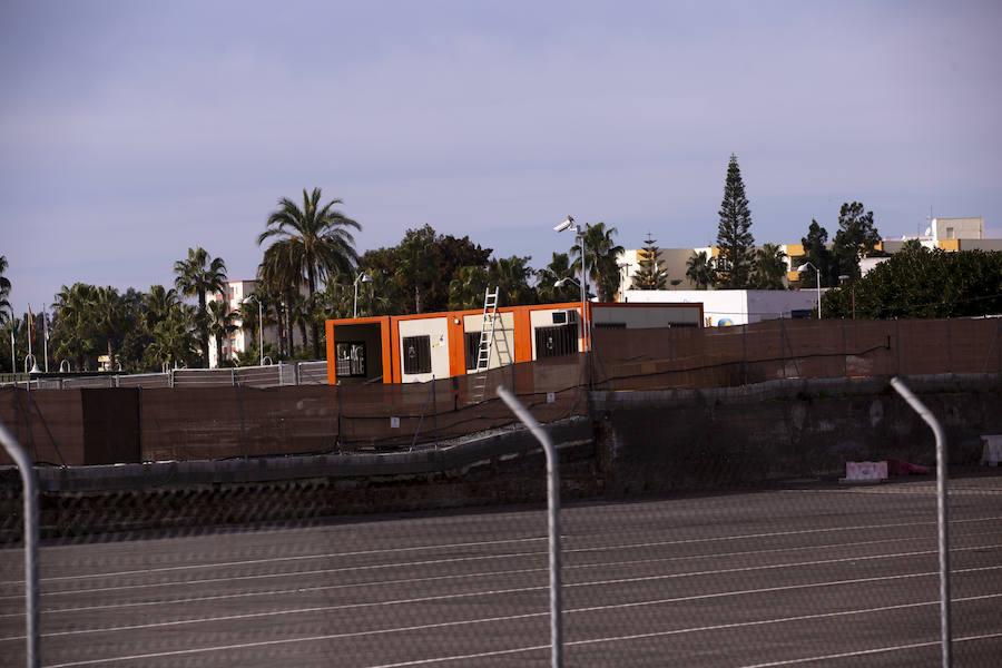 Los módulos para inmigrantes ya están en el puerto de Motril