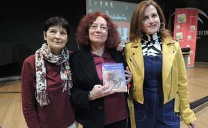 Ana Moreno presenta su poemario 'Mujeres de carne y verso', una llamada al feminismo