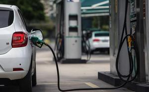 El Gobierno prohibirá la matriculación y venta de coches de gasolina y diésel a partir de 2040