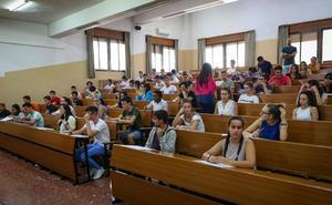 La UGR convoca más de 50 plazas para docentes: estos son los requisitos