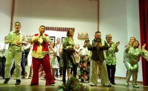 Emotivo estreno en Quesada del musical 'Mamma Mia', de Aprompsi