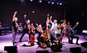 El tributo a 'Queen' cierra la I Muestra de Teatro en Baños de la Encina