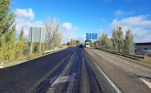 Finalizan las obras de seguridad vial de la A-4075, la carretera de acceso al aeropuerto de Granada desde la A-92