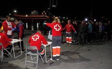 Trasladan a Motril a 36 personas rescatadas de una patera con problemas de navegación