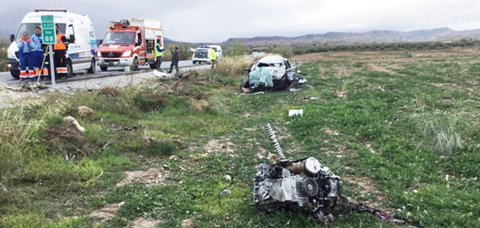 Fallece el conductor de un turismo en una colisión frontal contra un camión en Freila