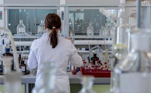 La Universidad de Granada recibe de la Junta 2,6 millones de euros, de los que se beneficiarán 391 grupos de investigación