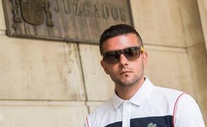 La defensa pide 150 euros de multa para dos miembros de La Manada por robar dos gafas de sol en San Sebastián