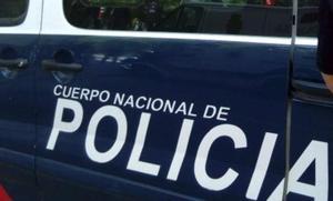 Unos policías acuden a rescatar a una menor encerrada en una tienda y descubren que han abusado de ella durante 3 años