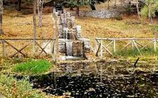 Finaliza el arreglo de la cascada de Fuenmayor, que luce otoñal