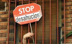 De la orden de desahucio a quedarse su casa y pagarle el banco 20.000 euros