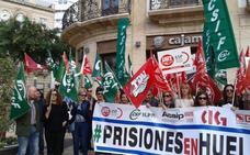 Los funcionarios de prisiones paran para exigir el mismo sueldo en todas las cárceles