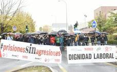 Funcionarios de prisiones en huelga cortan el tráfico en el distrito Beiro de Granada