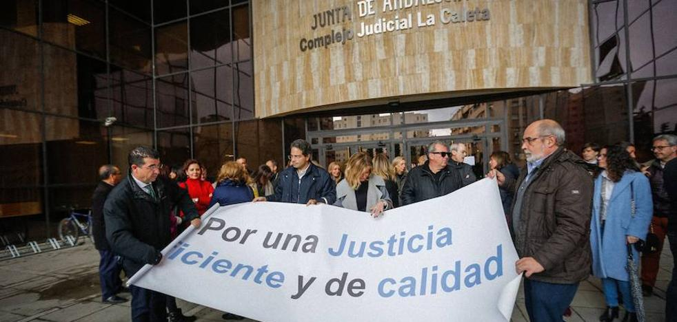 Dos terceras partes de los jueces de los juzgados de Granada capital secundan la huelga