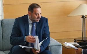 El ministro Ábalos sopesa bajar el peaje de la Vera-Cartagena para que tenga un mayor uso