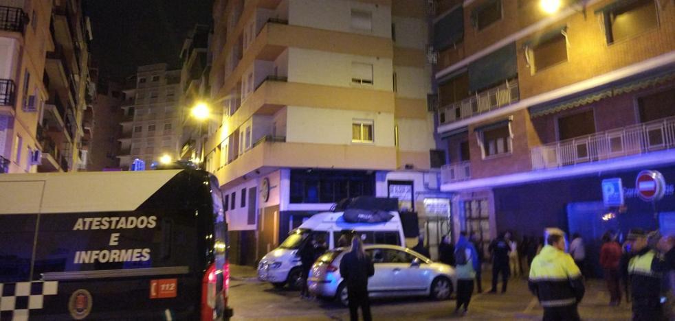 Desalojan un edificio en la calle Pintor López Mezquita por una gran humareda