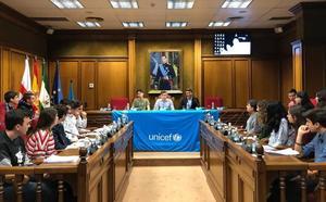 Un pleno infantil celebra el Día Universal del Niño en Almería