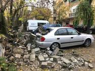 Derrumbe de un muro en la calle Circunvalación de la Encina en Granada