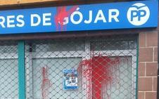 La sede del PP de Gójar amanece manchada con pintura y huevos