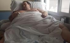 Un cirujano de Granada se ofrece para operar al joven de 292 kilos y asegura que es un «enfermo grave»