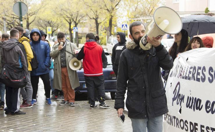 Estudiantes se concentran en la Puerta del Instituto Hermenegildo Lanz