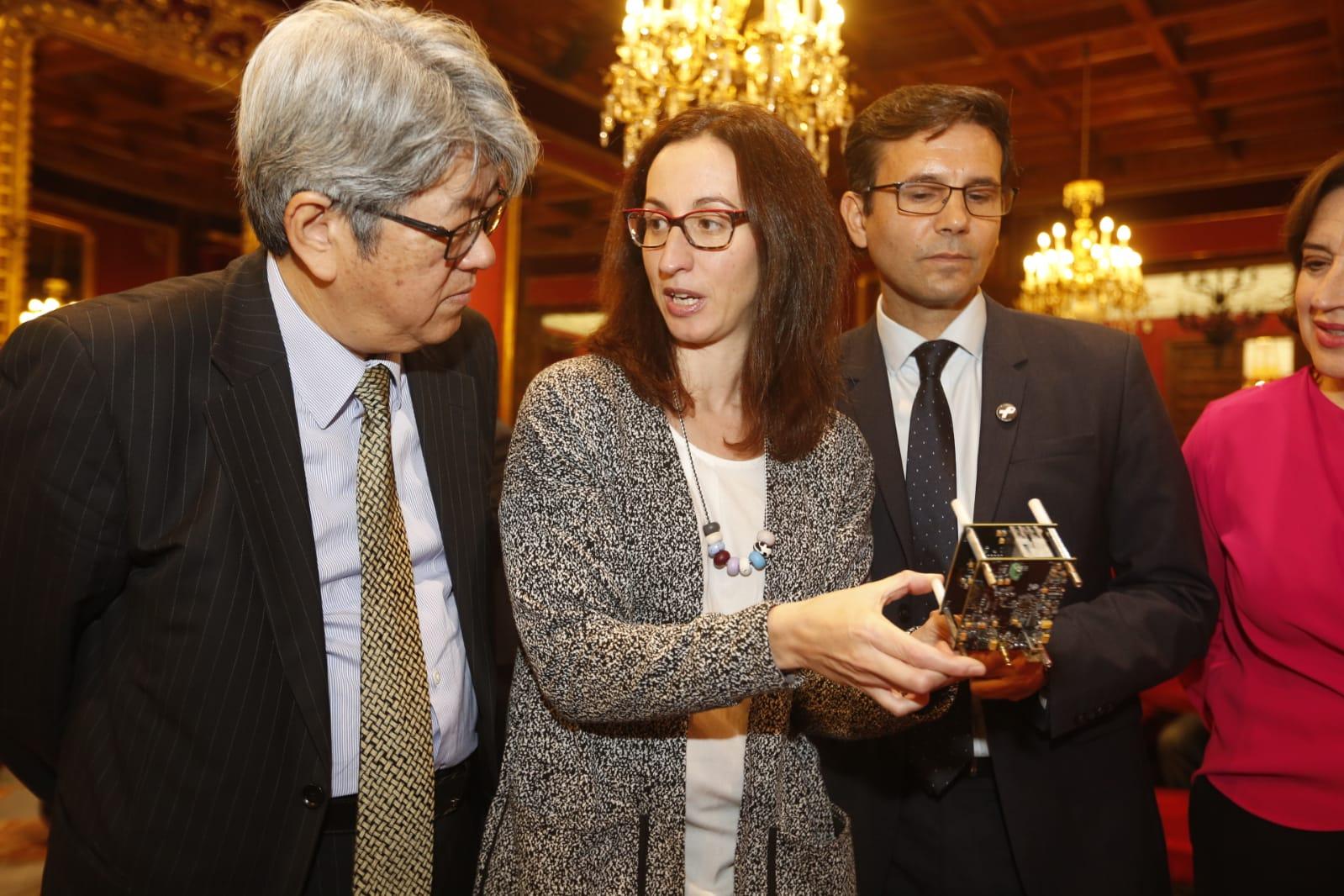 El embajador de Japón en España visita el Ayuntamiento de Granada