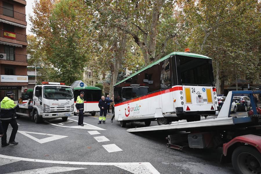 El tren turístico se vuelve a averiar en pleno centro de Granada