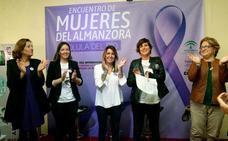 Susana Díaz insta en Almería a las mujeres a frenar el «creciente» movimiento machista y xenófobo