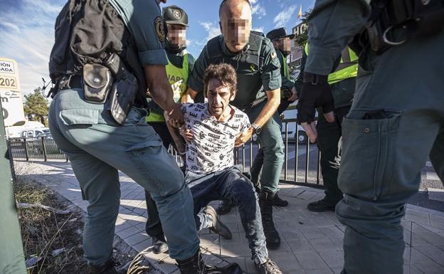 El Kiki, en el momento de ser detenido por el asesinato de José Manuel Arcos/PEPE MARÍN