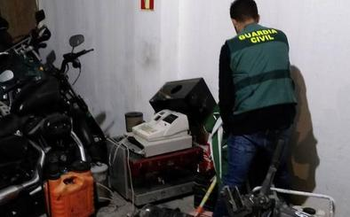 Detenido por robar 6.000 kilos de almendras y 650 de aguacates en Jete
