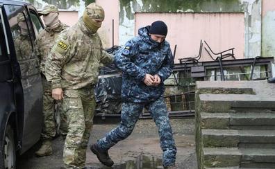 Los marineros ucranianos apresados por Rusia, en prisión preventiva por dos meses