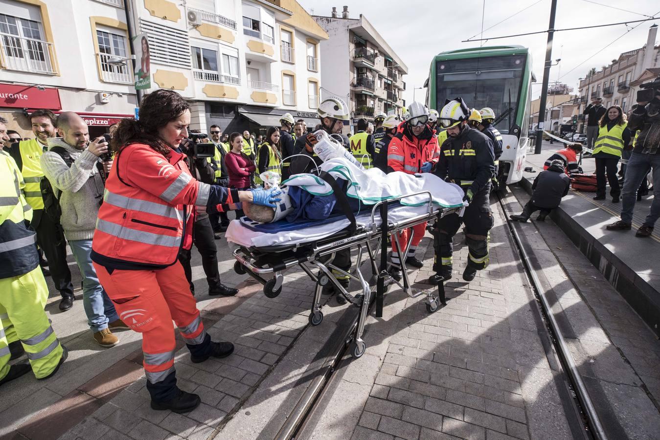 Simulacro de accidente en las vías del metro de Granada