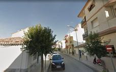 Dos evacuados al hospital intoxicados por humo en el incendio de una vivienda en Martos