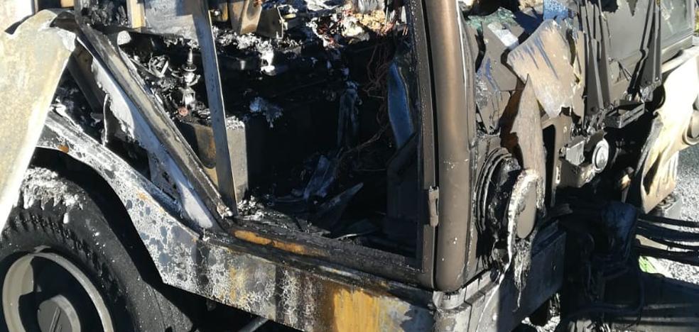 Arde una máquina barredora en El Fargue