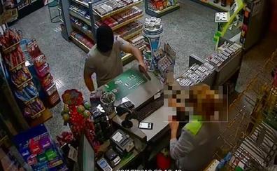 Dos detenidos por atracar cuatro gasolineras de Granada armados con una pistola y un cuchillo