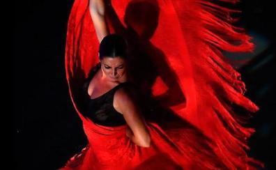 Sara Baras representa 'Sombras' en el Auditorio de Roquetas de Mar