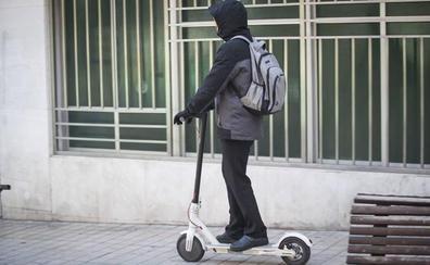 ¿Deben tener seguro los patinetes eléctricos? La muerte de una anciana abre el debate