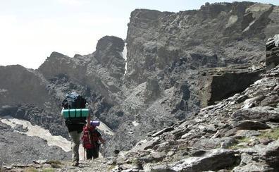 Muere un montañero tras sufrir una caída en una ruta por los Corrales del Veleta
