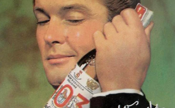 El actor Roger Moore, imagen del Brandy 103 en los años 60