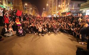 Hasta cinco mil manifestantes «contra el fascismo» colapsan el tráfico de Granada durante tres horas
