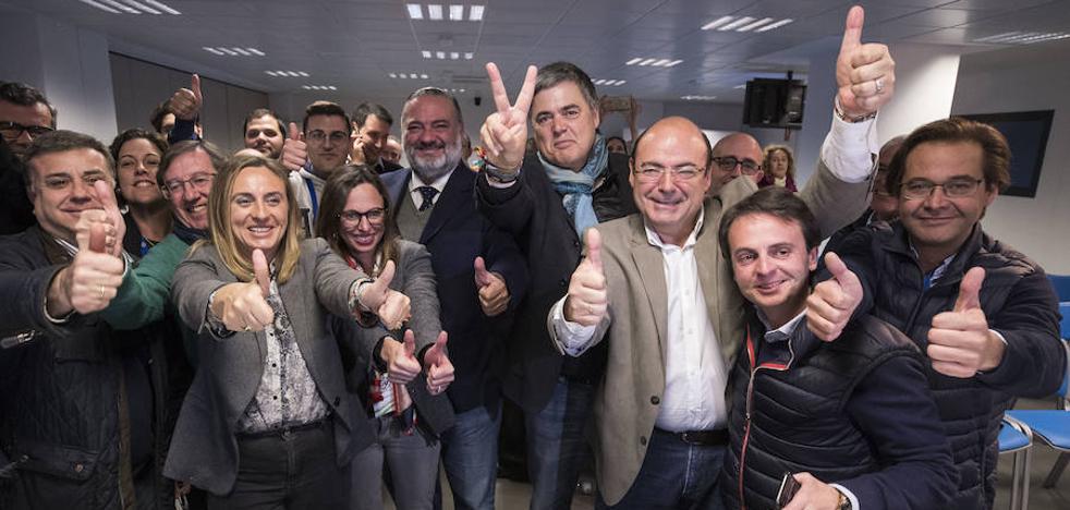 El PP anticipa la fiesta del cambio pese a perder un diputado