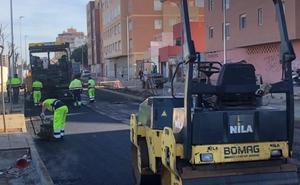 Comienzan las labores de asfaltado en la 'nueva' carretera de Sierra Alhamilla