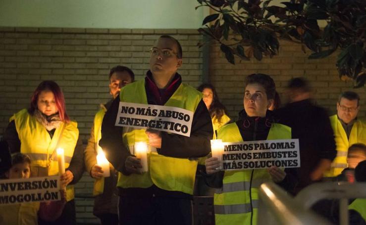 Vecinos de Vegas del Genil protestan por los cortes de luz