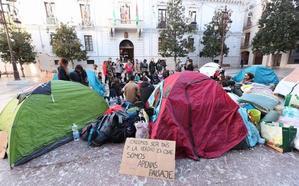 La Policía obliga a retirar la acampada de plaza del Carmen, pero no desaloja a los manifestantes