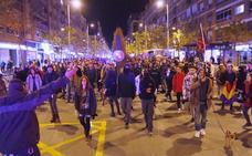 Unos 300 manifestantes recorren de nuevo Granada tras la asamblea celebrada en plaza del Carmen