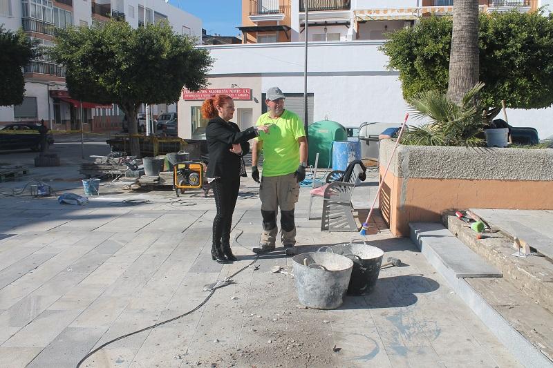 Comienzan los trabajos para mejorar la plaza del Ayuntamiento de Salobreña