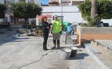 Comienzan los trabajos para arreglar la plaza de Juan Carlos I de Salobreña