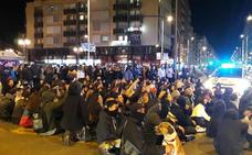 Cientos de personas vuelven a cortar el centro de Granada en el tercer día de protestas