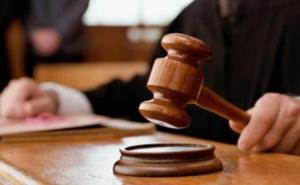 Condenado a dos años por castigar a una niña sumergiéndola en agua hirviendo