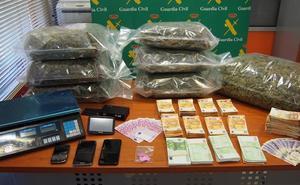 Cae en Armilla una organización de tráfico de marihuana con Polonia que guardaba 125 kilos de droga y 212.000 euros