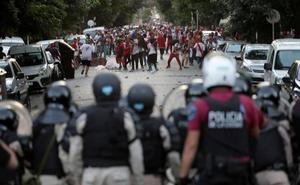 Interior eleva a más de 3.000 policías el despliegue para el «partido de mayor riesgo de la historia de Madrid»